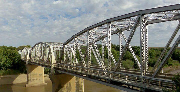 Heavy metal bridge structure